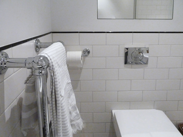PC wharf place bathroom image